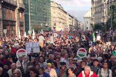 Tak liczne protesty nie zdarzają się na Węgrzech zbyt często. Działania Viktora Orbána budzą jednak coraz silniejszy sprzeciw.