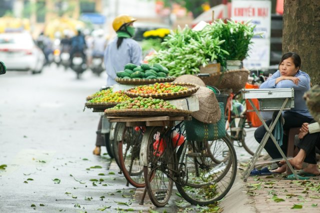 [url=http://shutr.bz/1kiyztt] Typowy uliczny sklepik w Hanoi [/url]