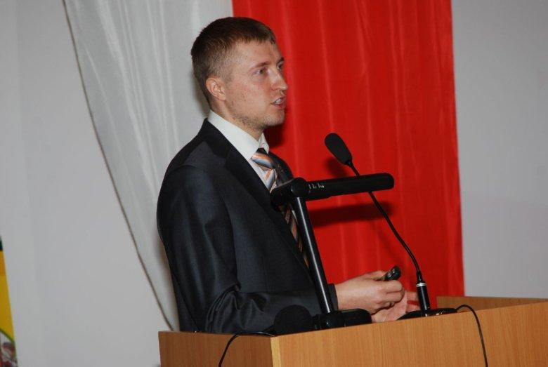 Kamil Kaczyński z Instytutu Matematyki i Kryptologii Wydziału Cybernetyki Wojskowej Akademii Technicznej zwraca uwagę na niski poziom świadomości pracowników firm i brak polityki szyfrowania danych czy urządzeń