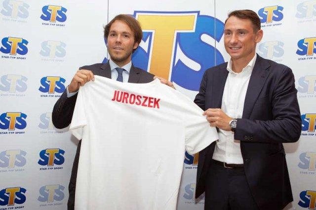 Mateusz Juroszek po podpisaniu umowy sponsoringowej z reprezentacją Polski.