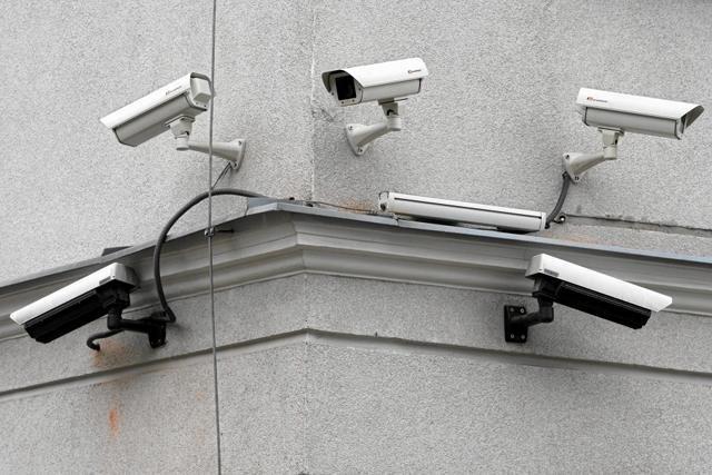 """Kamery monitoringu coraz częściej """"obserwują"""" ulice polskich miast"""
