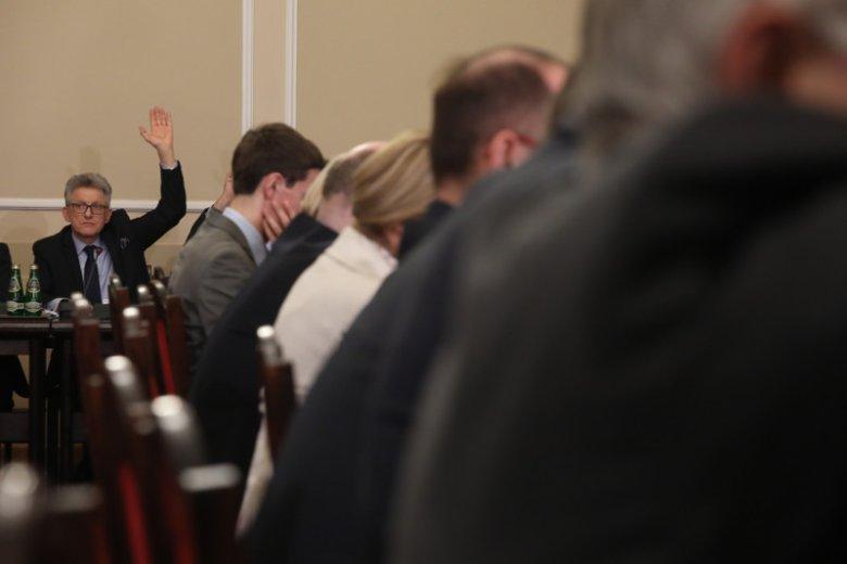 Stanisław Piotrowicz na posiedzeniu sejmowej Komisji Sprawiedliwosci i Praw Człowieka, gdzie ustalono Listy Kandydatów na członków Krajowej Rady Sądownictwa.