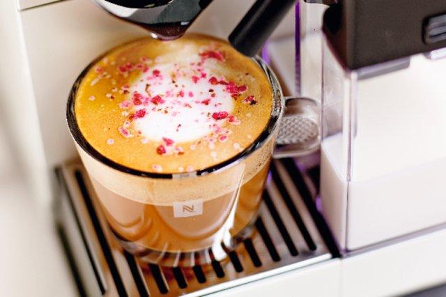 Sposobów przyrządzania i podawania kawy nie można zliczyć. Wymieniamy najważniejsze z nich