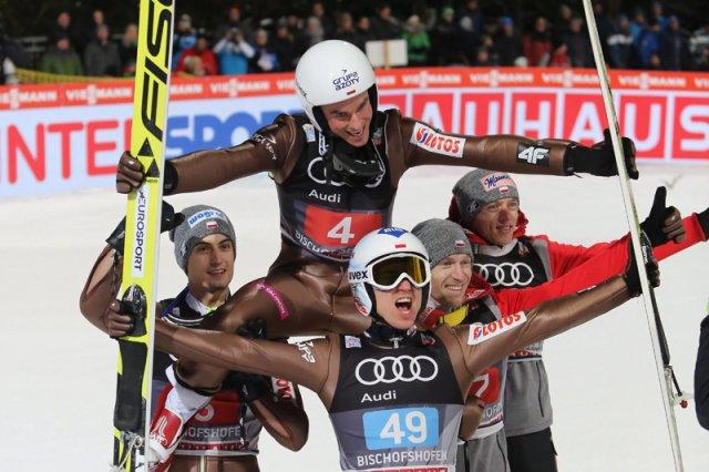 Polska znów jest światową potęgą skoków narciarskich.