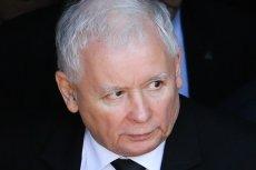 Jarosław Kaczyński przed Świętami Bożego Narodzenia wyszedł z prezentem z domu Anny Bieleckiej.