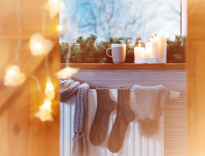 Hygge to duński klucz do szczęścia spod znaku ciepłych skarpet i gorącej czekolady. Lepiej sprawdza się zimą!