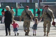 Wizja powrotu polskich żołnierzy z misji w Iraku jeszcze przed świętami oddala się z każdym dniem.