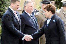 """Premier Beata Szydło """"uważa, że Bartłomiej Misiewicz nie ma kompetencji, aby zajmować stanowiska i funkcje, na które dotychczas był powoływany"""". Dlaczego przez prawie dwa lata wspierała jego zaskakującą karierę?"""