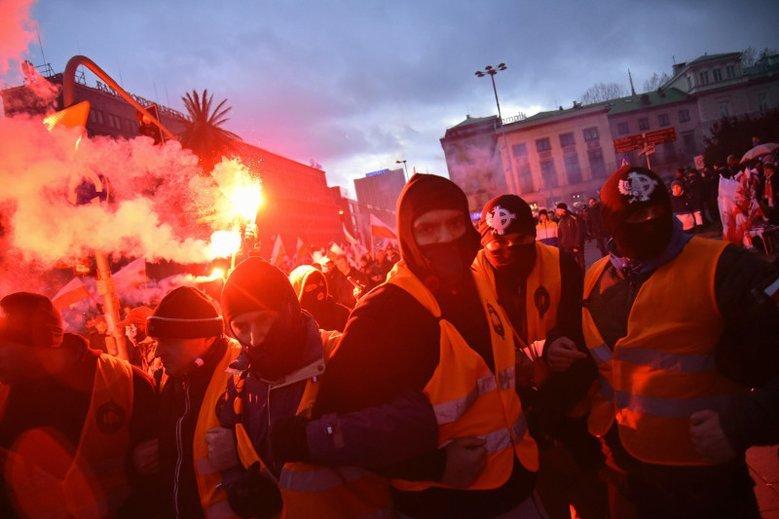 Marsz Niepodległości 2017. Prokuratura wciąż nie postawiła zarzutów.