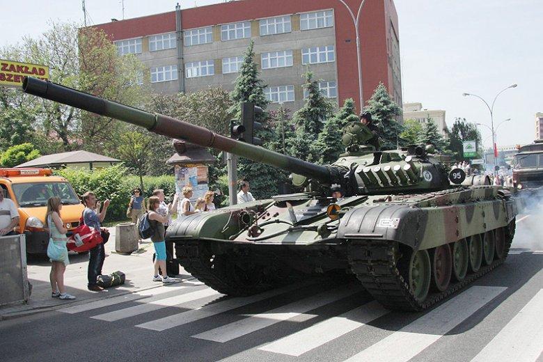 Ukraińskie czołgi długo transportowano przez Polskę bez żadnego nadzoru. Zdjęcie stanowi jedynie ilustrację do tekstu.