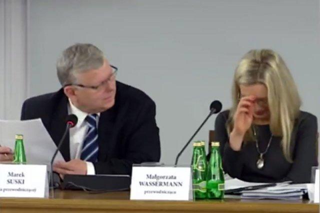 Kompromitujący brak podstawowej wiedzy historycznej posła Marka Suskiego rozśmieszył nawet jego partyjnych kolegów.