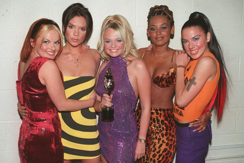 Spice Girls, mimo że istniały tylko 2 lata, zdobyły oszałamiającą popularność i uznanie krytyki, publiczności i producentów gadżetów.