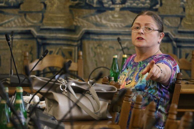Pawłowicz zapowiedziała odejście z polityki i nawet nie stara się być miła wobec reporterów TVN