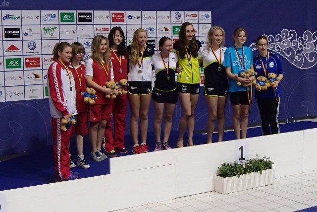 Anna Omielan (czwarta od lewej), srebrny medal w sztafecie 4x100 m stylem zmiennym