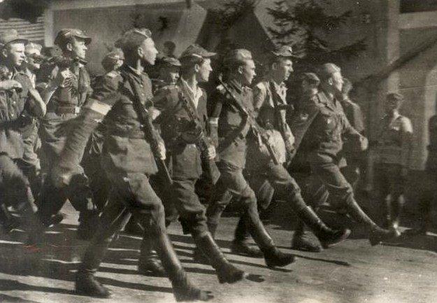 Na początku 1945 roku Brygada Świętokrzyska wycofała się wraz z nazistami przed wojskami Związku Radzieckiego.