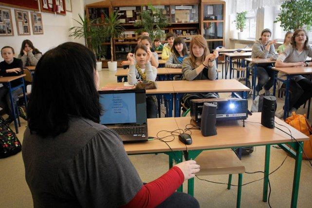 """Centrum Edukacyjne """"Erasmus"""" oferuje kursy szybkiego uczenia się, ale przy okazji naciąga rodziców na drogie kredyty."""