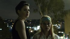 "Shailene Woodley i Reese Witherspoon w serialu ""Big Little Lies"" (2017)"
