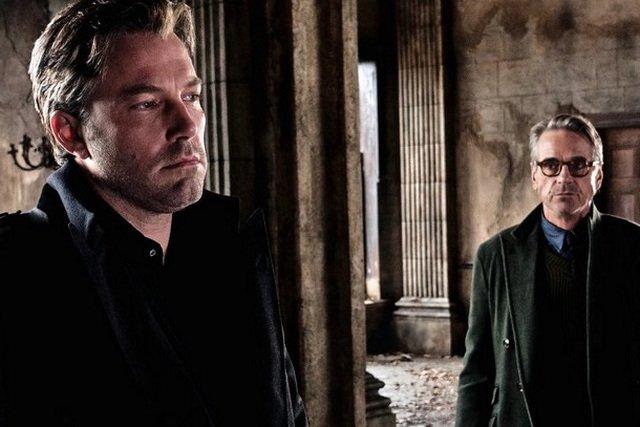 """""""Batman v Superman"""" był zbyt chaotyczny i przeładowany – uważa filmowy Alfred, Jeremy Irons."""