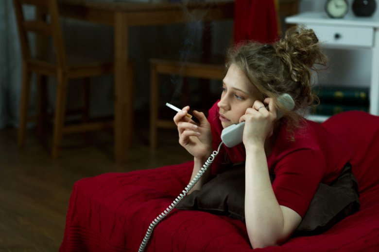 Trujące dla człowieka pozostałości dymu tytoniowego są w stanie przetrwać przez wiele miesięcy na ścianach, zasłonach, dywanach, czy ubraniach