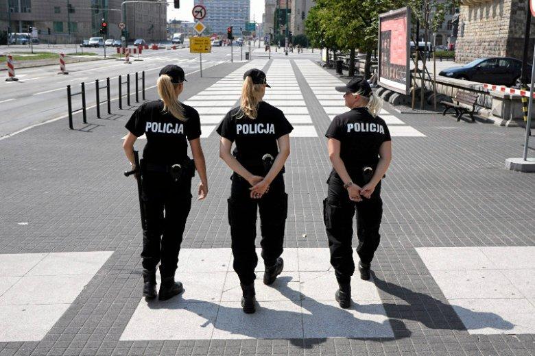 Policjanci w Poznaniu na ulicy święty Marcin.