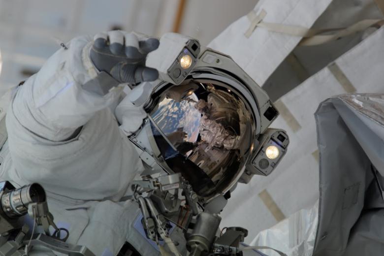 Bob Benkhen, astronauta biorący udział w misji STS-130 Endavour.