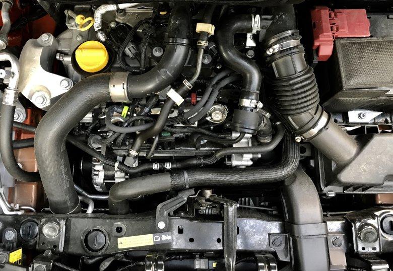 Tak mały, że wstydzi się pokazać... Gdzieś tam jest turbodoładowany silniczek 0.9.