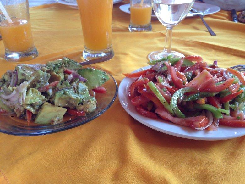Nasze ulubione sałatki, pomidorowa i awokado.