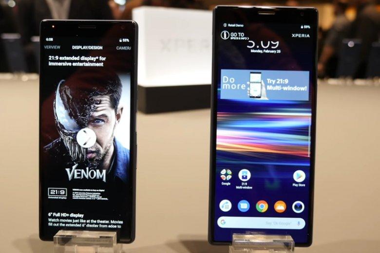 Sony Xperia 10 to smartfon z formatem wyświetlacza kinowego. Sprzęt pozwala oglądać filmy w formacie 21:9 bez czarnych pasków u dołu i u góry ekranu. Ułatwia też wielozadaniowość, czyli pracę na dwóch aplikacjach jednocześnie
