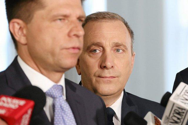 Wniosek o konstruktywne wotum nieufności przedstawiający Grzegorza Schetynę jako kandydata na następcę Beaty Szydło został przygotowany tylko na użytek rozgrywek między opozycją?