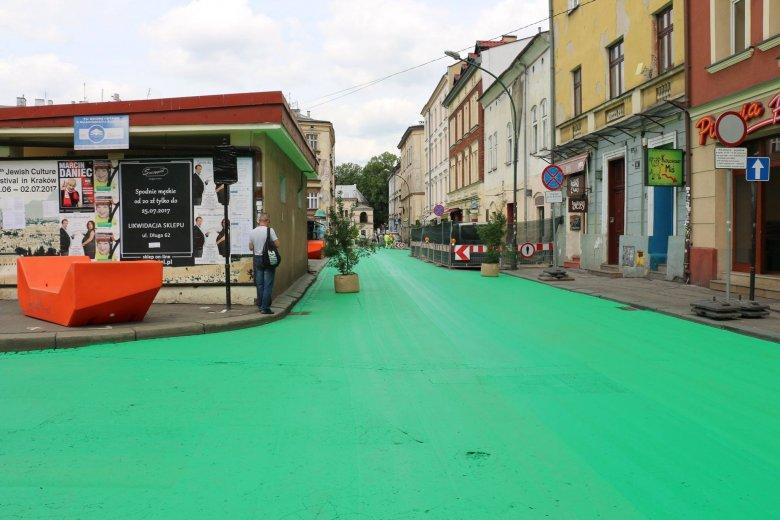 Ulice zostały pomalowane na zielono w Krakowie.