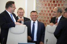 Politycy PiS dostali instrukcję dotyczącą tego, co mają mówić w sprawie afery związanej z szefem NIK Marianem Banasiem.