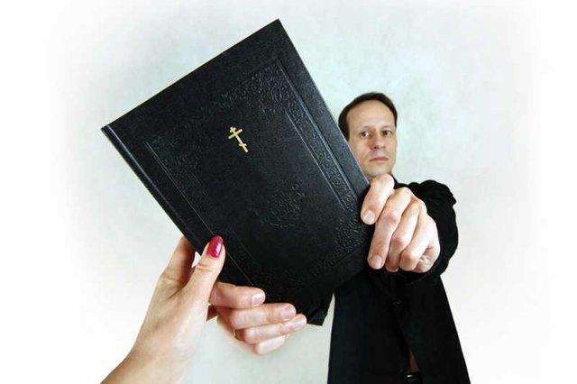 60 proc. badanych księży jest w związkach z kobietami.
