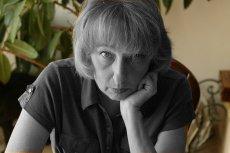 Teresa Torańska w swoim mieszkaniu