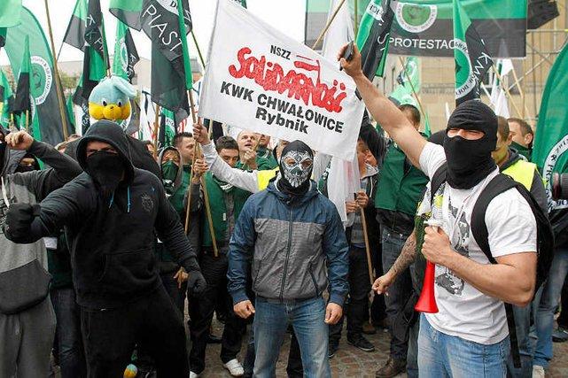 Polscy Górnicy domagają się by ktoś kupował ich drogi węgiel. W cenie ukryte są wysokie płace i bajońskie przywileje.
