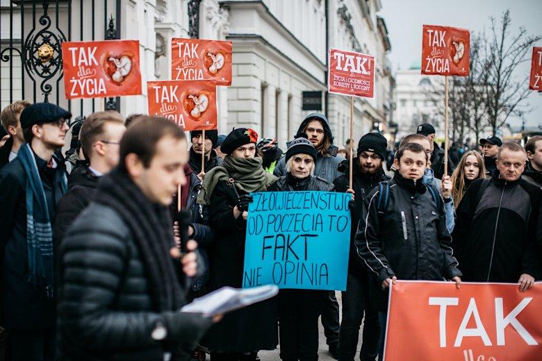 """Ok. 40-50 osób uczestniczyło w demonstracji """"Studenci są za życiem!""""."""