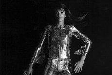 Francuska piosenkarka Françoise Hardy w kombinezonie Paco Rabanne. Sesja dla francuskiego Vogue, luty 1968.