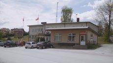 Urząd Gminy Godziszów i sklep w samym sercu miejscowości –tu padł rekord poparcia dla PiS w wyborach parlamentarnych.