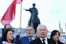 Senator Prawa i Sprawiedliwości Waldemar Bonkowski lubi być blisko Jarosława Kaczyńskiego.