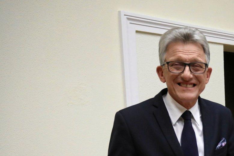 """""""On zakłamuje historię"""" –nie ma wątpliwości opozycjonista, którego w stanie wojennym oskarżał prokurator Stanisław Piotrowicz."""