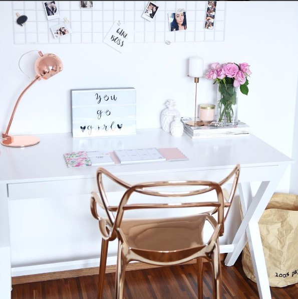 Pokój urządzony przez Fashionelkę, jedną z popularniejszych polskich blogerek. Niegdyś zajmowała się modą, dzisiaj zmierza w stronę lifestyle'u.