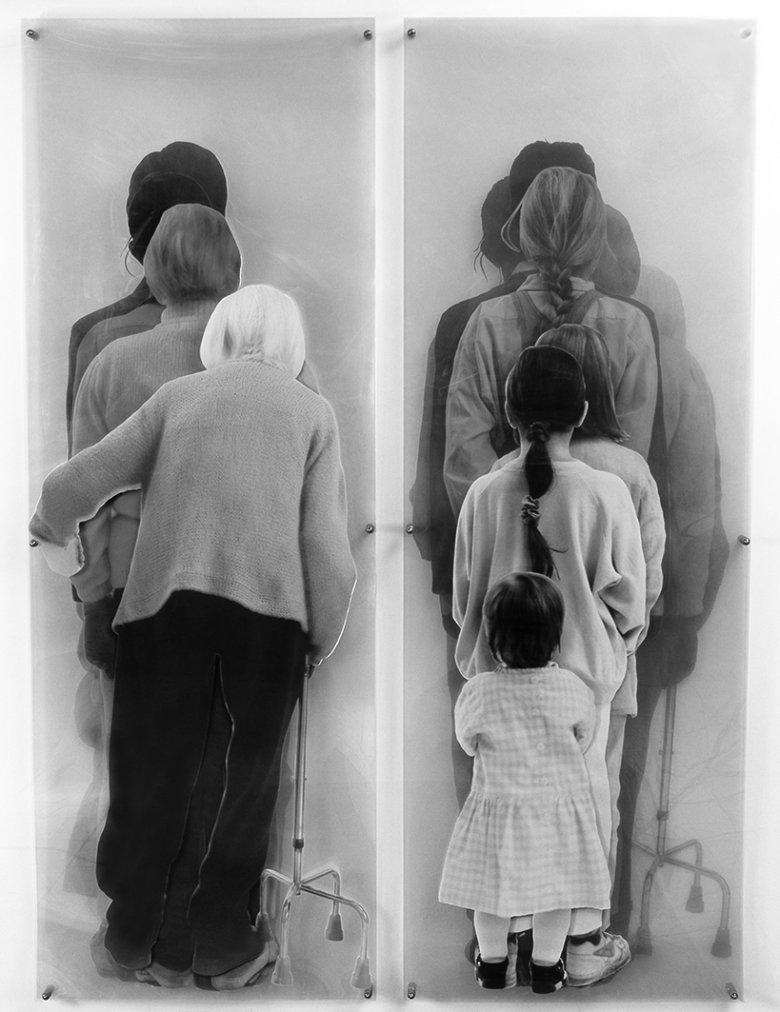 IDŹ ZA MNĄ ZMIEŃMNIE. JUŻ CZAS / FOLLOW MY. CHANGE ME. IT's TIME. 1995-1997, 8 fotografii laminowanych / 8 laminated photographs ; 200 x 70 x 10 cm