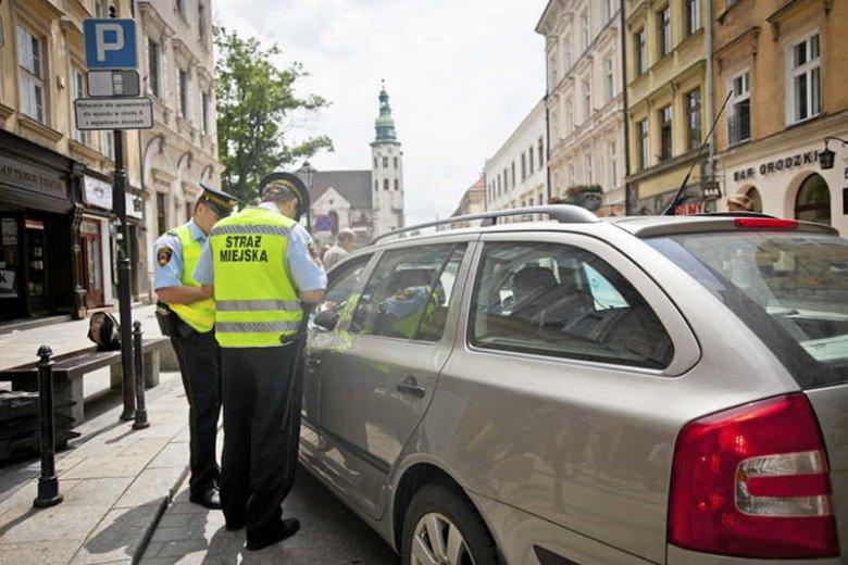 Łapią kierowców zamiast chuliganów. Zobacz, czym zajmowała się straż miejska w 2012 roku.