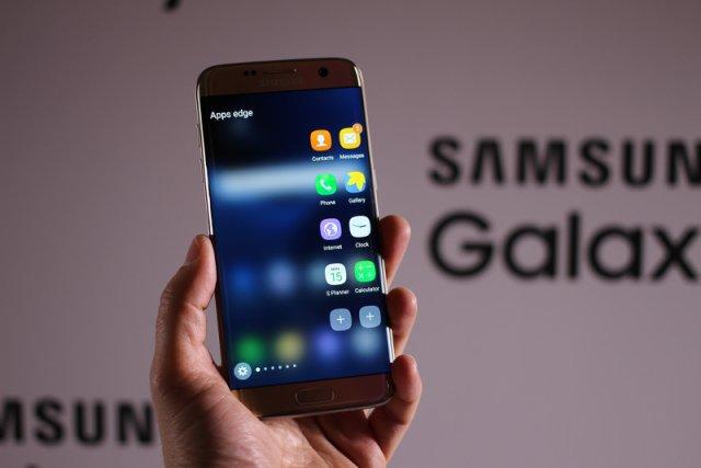 Czystsza jakość dźwięku i 2 sekundy oczekiwania na połączenie. Użytkownicy smartfonów Samsung S7 i Samsung S7 Edge mogą już korzystać z technologii VoLTE, czyli Voice over LTE, którą do polskiej rzeczywistości cyfrowej jako pierwsza wprowadza firma Orange