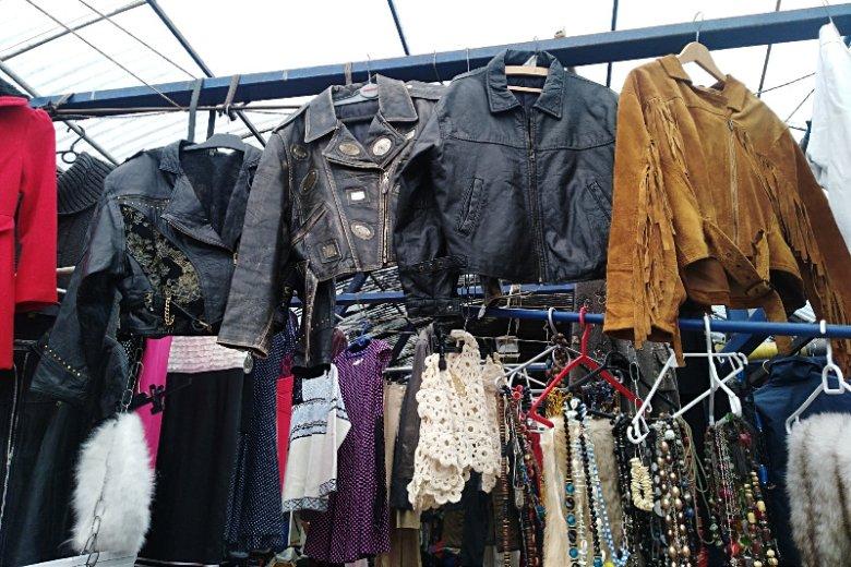 Na Hali Banacha można znaleźć kurtki, które pamiętają lata 70.