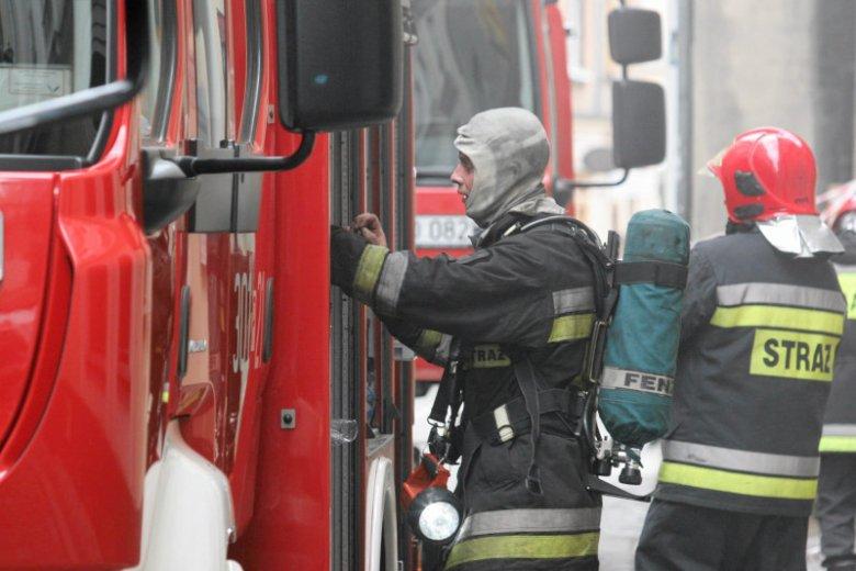 W wyniku pożaru w Poznaniu ucierpiały 4 osoby. Najbardziej kelnerka, która ma poparzone 80 proc. powierzchni ciała.