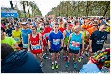 Łódzki maraton przyciąga coraz więcej biegaczy.