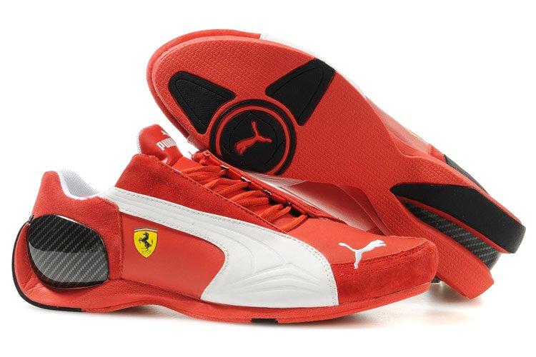 Kolaboracja Pumy z Ferrari trwa już kilka ładnych lat, co roku modele butów zostają unowocześnione, jednak kolorystyka pozostaje niezmienna.