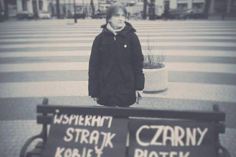 Beata Katkowska miała dość odwagi, by samotnie protestować w Gryficach przeciwko zaostrzeniu prawa aborcyjnego w Polsce.