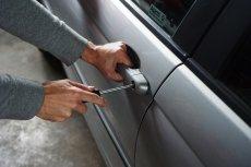 Kradzież samochodu to niestety nienowe zjawisko. Ale w tym przypadku ważne jest to, skąd go ukradziono.
