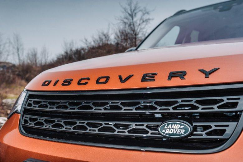 Rodzinno-terenowy Land Rover Discovery sprawdzi się na wszystkich nawierzchniach. Auto łączy w sobie nowoczesny wygląd i funkcjonalność z wysokimi parametrami offroadowymi niezastąpionymi w trudniejszych warunkach terenowych